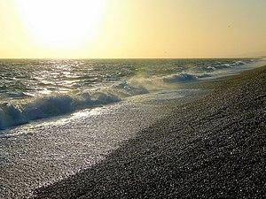 English: Waves crashing on Chesil Beach As clo...