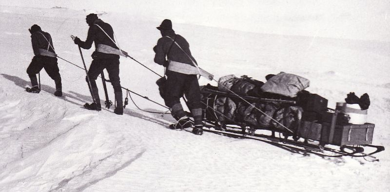 Men hauling supplies - Terra Nova Expedition