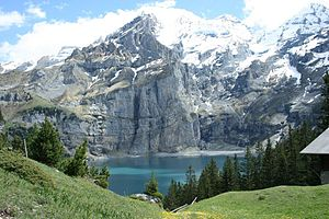 English: View of Blüemlisalp and Oeschinen lak...