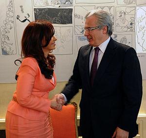 Español: Cristina Fernández saluda al juez Bal...