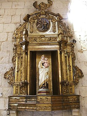 Retablo barroco en la Iglesia de San Lázaro, e...