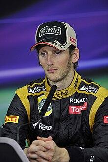 https://i2.wp.com/upload.wikimedia.org/wikipedia/commons/thumb/d/dc/Romain_Grosjean_Bahrain.jpg/220px-Romain_Grosjean_Bahrain.jpg