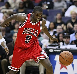 English: Luol Deng playing with the Chicago Bulls
