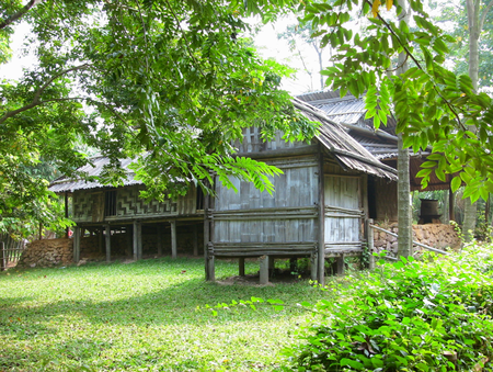 Một ngôi nhà nửa sàn nửa trệt của người Dao.