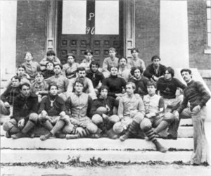 English: The 1896 varsity football team for th...