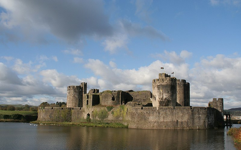 File:Caerphilly Castle 1.jpg