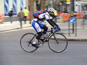 English: A commuter cyclist in the London morn...