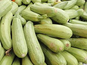 Shuk Hsayarim ירקות בשוק הסיירים Zucchini at S...