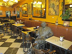 Estatua Gonzalo Torrente Ballester Cafe Novelty Salamanca