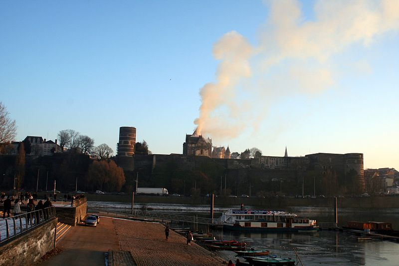 Incendie chateau angers 1