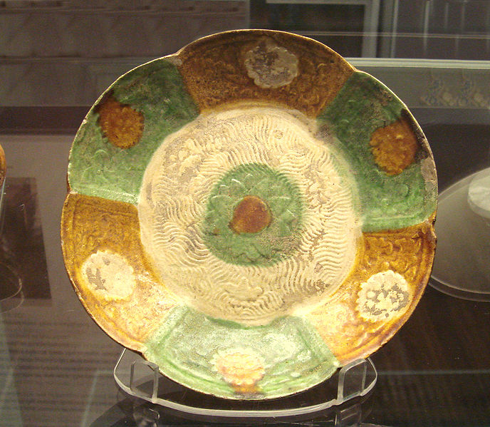 File:Iraqi lobed dish inspired from Tang examples 9th 10th century.jpg