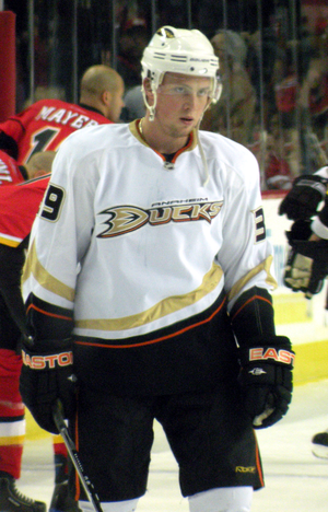 English: Anaheim Ducks forward Matt Beleskey p...