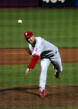 Cliff Lee pitching for the first time as a mem...