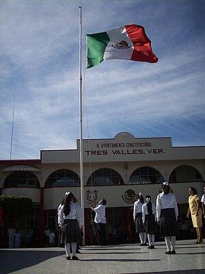 Español: Honores al lábaro patrio, en Tres Val...
