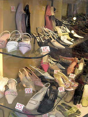 English: Shoes in a shop