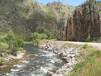 English: Cache la Poudre River following the P...