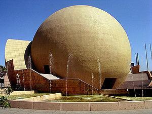 Centro cultural Tijuana, con fuente.