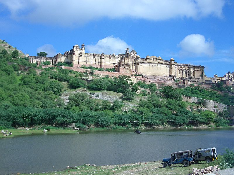 File:R38567157430 Amber Fort overlooking Maotha lake.jpg