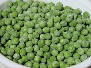 English: Frozen peas (Pisum sativum). Suomi: J...
