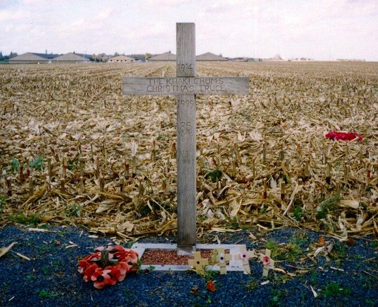 http://upload.wikimedia.org/wikipedia/commons/e/e3/Khaki-chums-xmas-truce-1914-1999.redvers.jpg