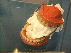 Victorian spring-loaded false teeth. Photo tak...
