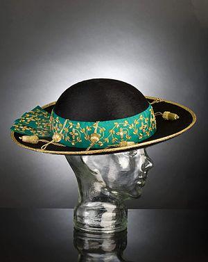 English: Saturno, Cappello Romano worn by an a...