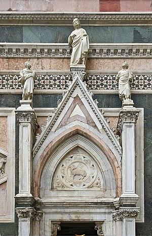 Français : Agnus Dei au fronton de l'entrée du...