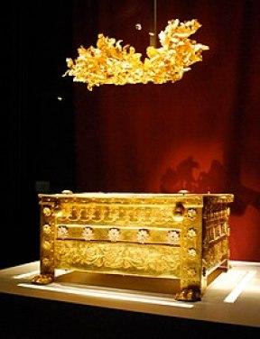 Η χρυσή λάρνακα του Φιλίππου Β' στους Βασιλικούς Τάφους Αιγών, στη Βεργίνα.