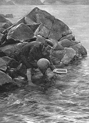 Old photo of man sending mail by boat (Wikipedia)