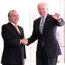 Temer with U.S. Vice President Joe Biden at the Itamaraty Palace in Brasília, 11 October 2013.