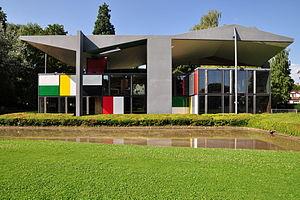 Centre Le Corbusier (Heidi Weber Museum) in Zü...