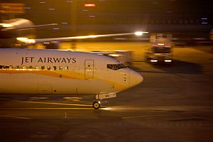English: A Jet Airways Boeing 747/300 Taxing a...