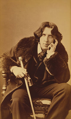 https://i2.wp.com/upload.wikimedia.org/wikipedia/commons/thumb/e/e6/Oscar_Wilde_portrait_by_Napoleon_Sarony_-_albumen.jpg/240px-Oscar_Wilde_portrait_by_Napoleon_Sarony_-_albumen.jpg