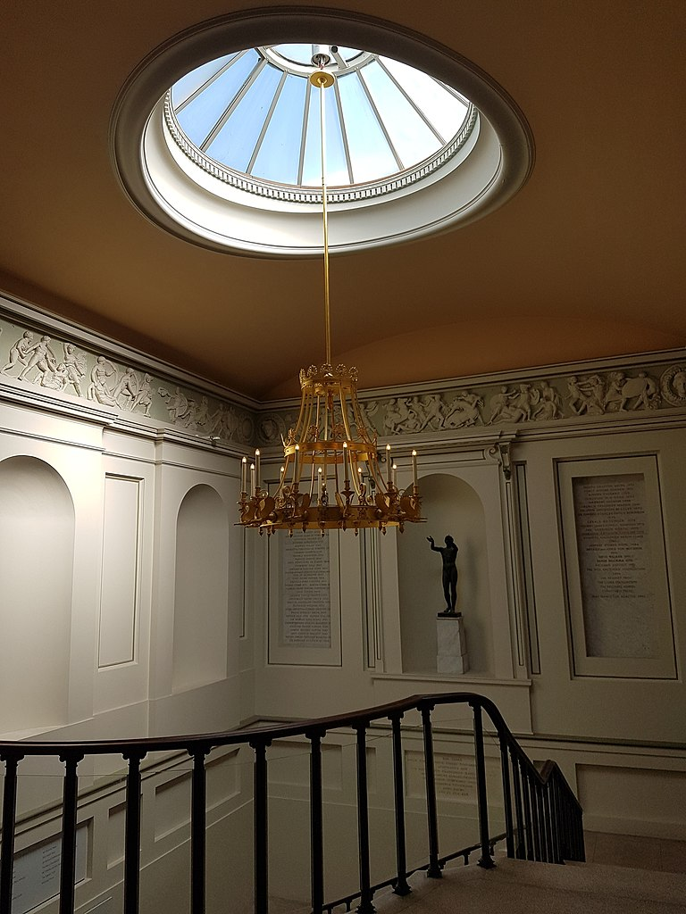 File Skylight Chandelier And Stairs Ashmolean Museum