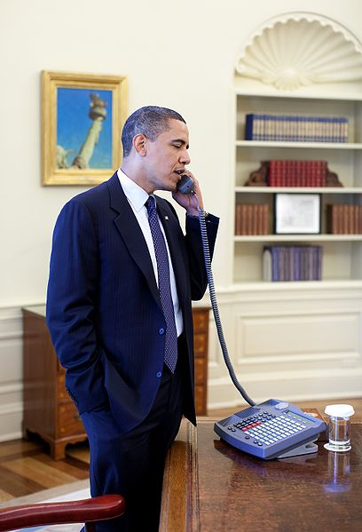 File:Barack Obama on phone with Arlen Specter 4-28-09.JPG