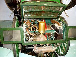 Replica of Benz engine in 1977 Präsident replica