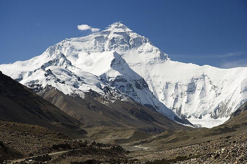 La face nord du Mont Everest dans l'Himalaya du côté tibétain de la frontière sino-népalaise.