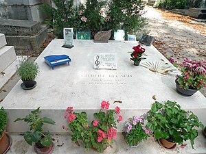 Français : Tombe de Gilbert Bécaud au cimetièr...