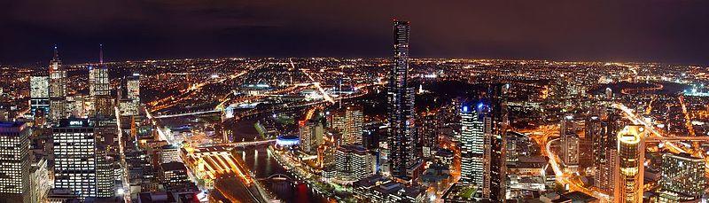 Vista panorámica nocturna desde Rialto mostrando el distrito financiero y Southbank iluminados