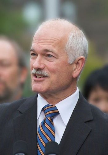 English: Jack Layton making NDP transit announ...