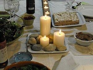 עברית: עיצוב נרות מיוחד לשולחן הסדר.