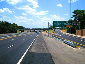 English: Interstate 10 moving west through Tal...