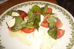 English: tomatoes, mozzarella cheese, basil, e...