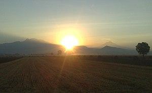 Español: Vista del amanecer desde Míxquic haci...