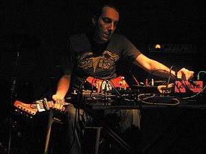 Español: Oren Amabrchi, músico australiano de ...