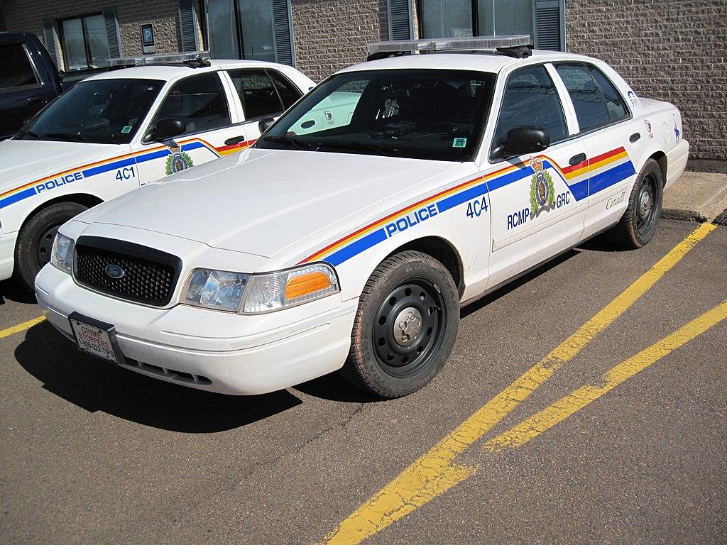 File Royal Canadian Mounted Police Car Cananda 02