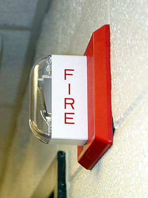 Español: Uno alarma de incendio Wheelock MT-24...