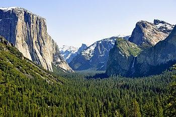 English: Yosemite Valley Tunnel View 2010