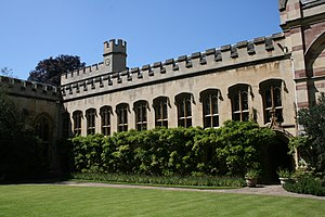 English: Photograph of the front quad of Balli...