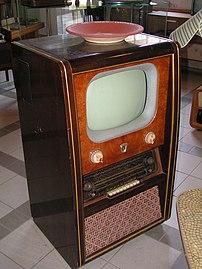 *Beschreibung: alter Fernseher